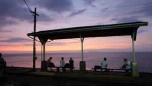 夕暮れの下灘駅