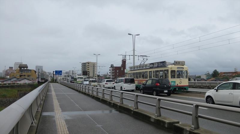 富山大橋を走る路面電車