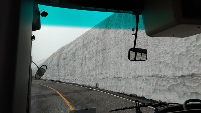バスから見た雪の大谷