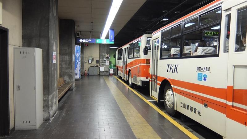 立山トンネルトロリーバス1